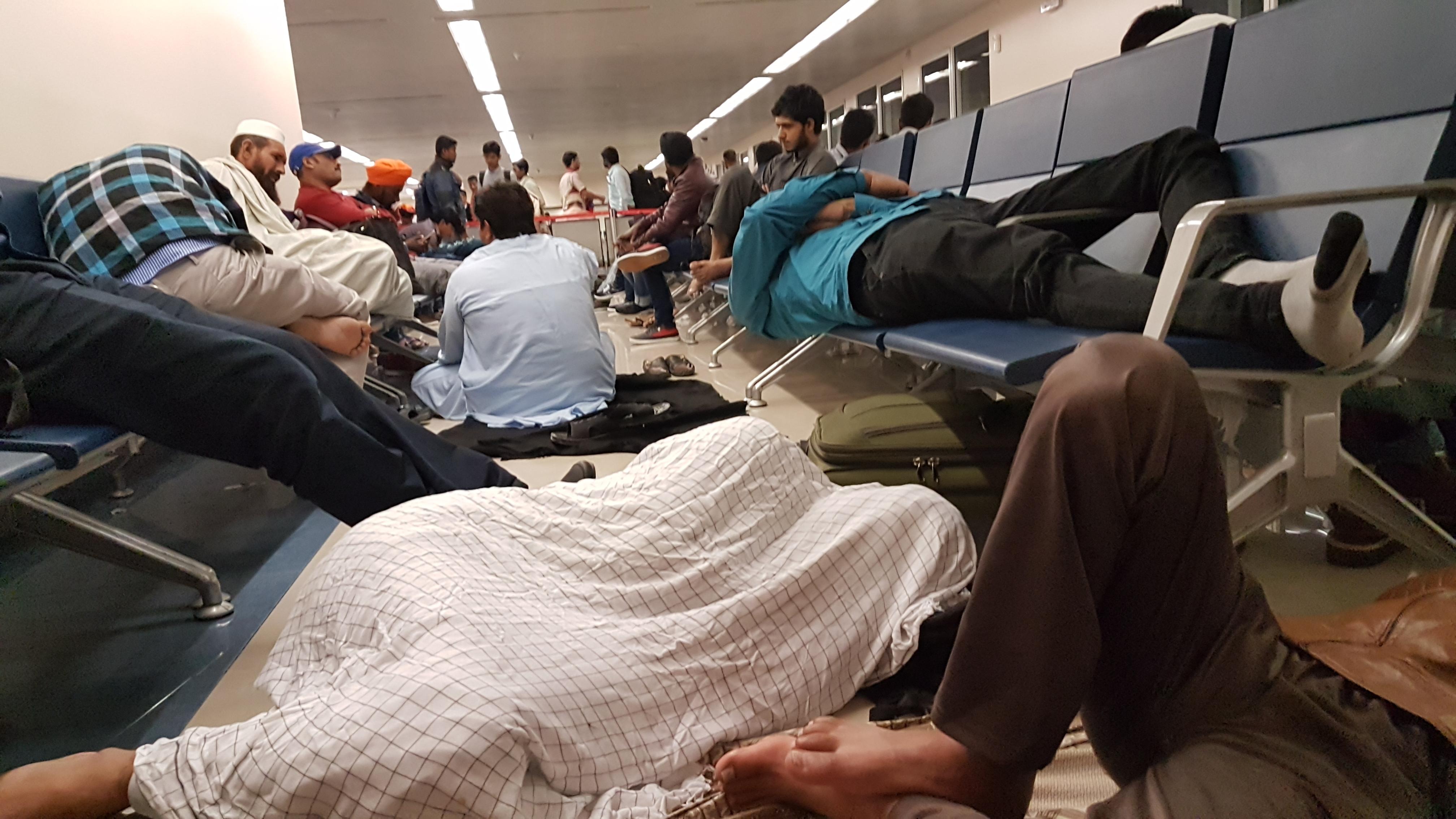 Ночевка в аэропорту дубай коттедж в испании