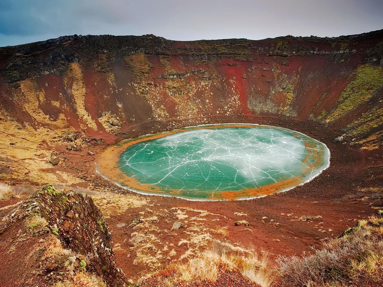 метеоритные кратеры на земле фото кажется